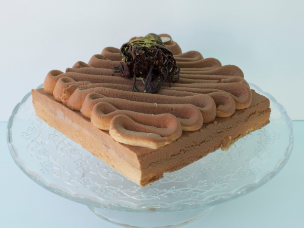 Mouse de tiramisú. Crema de mascarpone infusionado con vainilla y mouse de chocolate con leche y bizcocho de almendra