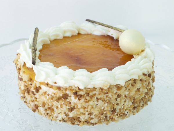 Pastel Massini. Biscocho con nata y trufa , yema confitada quemada