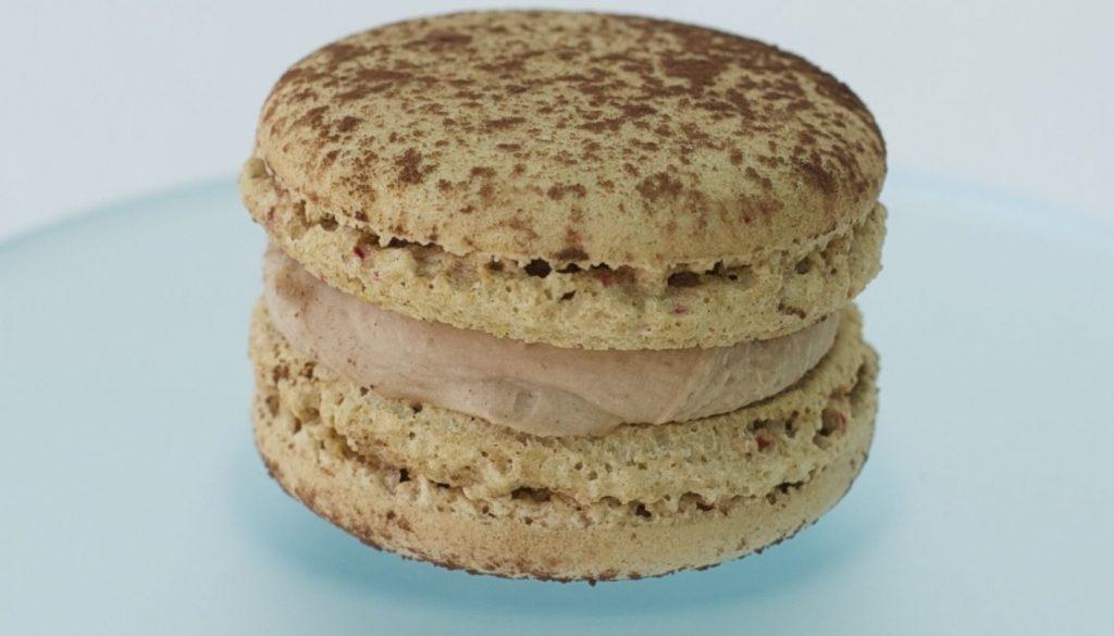 macaron de chocolate con leche y avellanas_result